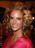 th_97166_fashiongallery_VSShow08_Backstage_AlessandraAmbrosio-80_122_1107lo.jpg