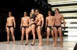 Jennifer Hawkins Myer Fashion Show in Sydney, 8/7/07 Foto 52 (Дженифер Хокинс Майер Fashion Show в Сиднее, 8/7/07 Фото 52)