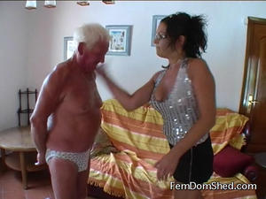 Femdom Shed: I'm gona slap you EXTREMELY hard in the face you stupid Irish paddy