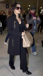 Сэльма Хаек, фото 3461. Salma Hayek arrives at Charles de Gaulle airport Paris, february 28, foto 3461