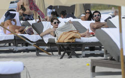 http://img12.imagevenue.com/loc229/th_312509877_Mischa_Barton_Bikini_Candids_on_the_Beach_in_Miami_December_27_2011_199_122_229lo.jpg
