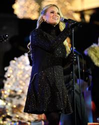 "Nov 30, 2010 - Jessica Simpson - ""Christmas Tree Lighting Ceremony"" At Rockefeller Center In NYC Th_57153_tduid1721_Forum.anhmjn.com_20101202092644010_122_248lo"