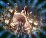 Haifa Wahby singing while the wind blows her dress upwards, Marylin Monroe style. Foto 21 (Хайфа Уахби петь, когда ветер дует вверх ее платье Мэрилин Монро стиля. Фото 21)