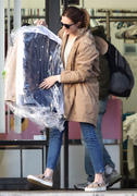 http://img12.imagevenue.com/loc490/th_926633204_Mandy_Moore_picks_up_her_dry_cleaning4_122_490lo.jpg