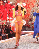 th_06870_fashiongallery_VSShow08_Show-088_122_636lo.jpg