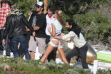 th_57866_Celebutopia-Gisele_Bundchen_at_a_photoshoot_on_the_beach_in_Santa_Monica-15_123_742lo - Les fesses de Gisele Bundchen