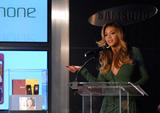 "Beyonce Knowles Unveils Samsung 'B Phone' at the Time Warner Centre in New York City, 11th October 2007 Foto 718 (����� ����� Samsung ������������ ""� �������"" �� ���� ������ ������ � ���-����, 11 ������� 2007 ���� 718)"
