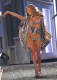 th_07240_fashiongallery_VSShow08_Show-140_122_947lo.jpg